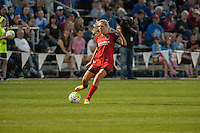 Kansas City, Mo. - Saturday April 23, 2016: Portland Thorns FC midfielder Allie Long (10) during a match against FC Kansas City at Swope Soccer Village. The match ended in a 1-1 draw.