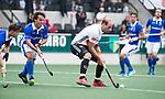 AMSTELVEEN - Billy Bakker (A'dam) met links Pepijn Luijkx (Kampong)    tijdens  de  eerste finalewedstrijd van de play-offs om de landtitel in het Wagener Stadion, tussen Amsterdam en Kampong (1-1). Kampong wint de shoot outs.  . COPYRIGHT KOEN SUYK