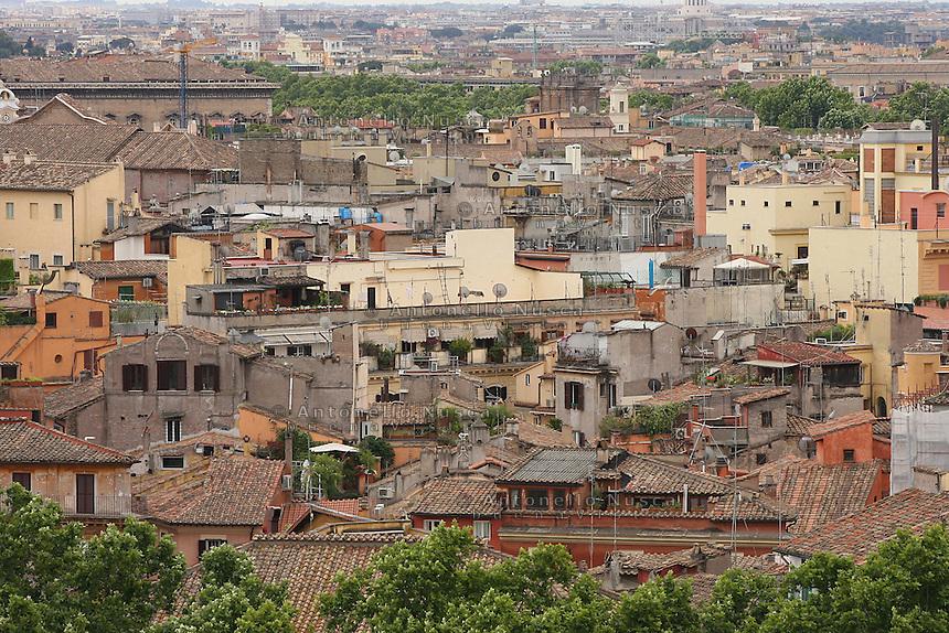 Panoramic of historical centre's houses. Veduta dei tetti nel centro storico di Roma