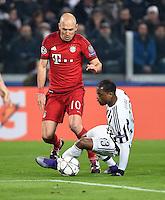 FUSSBALL CHAMPIONS LEAGUE  SAISON 2015/2016  ACHTELFINALE HINSPIEL Juventus Turin - FC Bayern Muenchen             23.02.2016 Arjen Robben (li, FC Bayern Muenchen) gegen Patrice Evra (re, Juventus Turin)