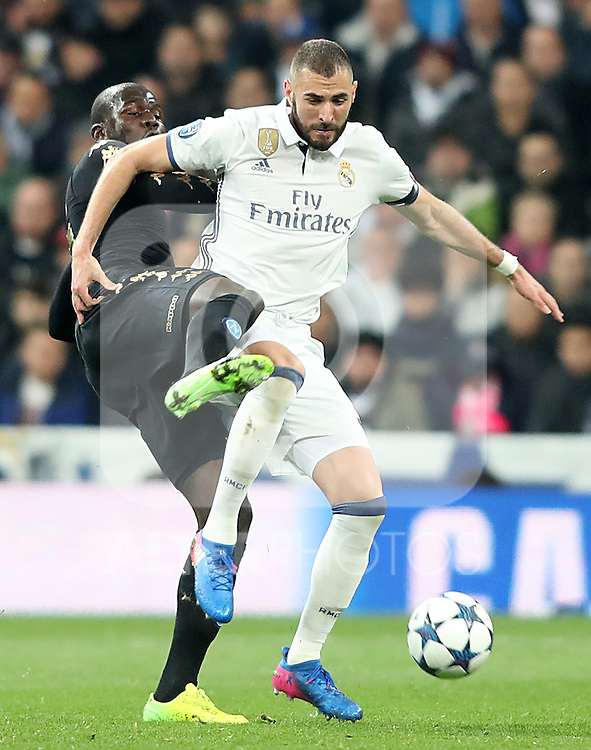 Real Madrid's Karim Benzema (r) and SSC Napoli's Kalidou Koulibaly during Champions League 2016/2017 Round of 16 1st leg match. February 15,2017. (ALTERPHOTOS/Acero)
