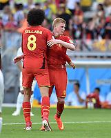 FUSSBALL WM 2014  VORRUNDE    Gruppe H     Belgien - Algerien                       17.06.2014 Marouane Fellaini (li) und Kevin De Bruyne (re, beide Belgien) jubeln nach dem Abpfiff