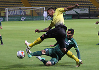 BOGOTA - COLOMBIA - 31 - 07 - 2017: Francisco Nájera  (Der.) jugador de La Equidad disputa el balón con Cristian Flórez (Izq.) de   Alianza Petrolera, durante partido entre La Equidad y Alianza Petrolera ,  por la fecha 5 de la Liga Aguila II-2017, jugado en el estadio Metropolitano de Techo de la ciudad de Bogota. / Francisco Najera (R) player of La Equidad vies for the ball with Cristian Florez (L) of Alianza Petrolera, during a match between La Equidad and Alianza Petrolera, for the  date 5nd of the Liga Aguila II-2017 at the Metropolitano de Techo Stadium in Bogota city, Photo: VizzorImage  /Felipe Caicedo / Staff.