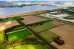 Nederland, Zeeland, Zeeuws-Vlaanderen, 09-05-2013; Hertogin Hedwigepolder met Westerschelde (links). Gezien naar de Prosperpolder. In verband met de verdieping van de vaargeul van de nabijgelegen Westerschelde moet er volgens de Europese habitatrichtlijn natuurcompensatie komen. Door de polder en de Belgische Prosperpolder, aan de andere kant van de grens, te ontpolderen wordt er grond terug gegeven aan de natuur, zogenaamde natuurcompensatie. De maatregelen zijn omstreden, in het Belgisch deel van het gebied is men reeds begonnen..Hertogin Hedwigepolder with Drowned Land of Saeftinghe (left). Because of the future enlargement of the fairway of the nearby Westerschelde, the nature has to be compensated (according to the European Habitats Directive). The Hertogin Hedwige polder (and the adjacent Belgian polder - on the other side of the border - the Prosperpolder) are to be given back to nature, i.e. are to be 'de-polderd'. The measures are controversial, but in the Belgian part of the polders works have already been started..luchtfoto (toeslag op standard tarieven).aerial photo (additional fee required).copyright foto/photo Siebe Swart