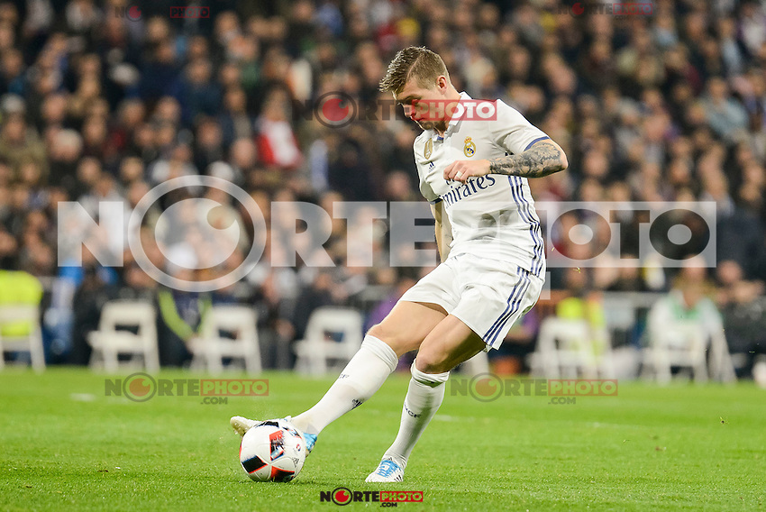 Real Madrid's Toni Kroos during Copa del Rey match between Real Madrid and Sevilla FC at Santiago Bernabeu Stadium in Madrid, Spain. January 04, 2017. (ALTERPHOTOS/BorjaB.Hojas) NortePhoto.com