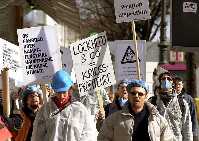 Protestaktion gegen Kriegsprofiteure in Berlin.<br /> Etwa 60 Menschen des linken Antikriegs-Buendnis &quot;Krieg ist Frieden&quot; kamen zu einer symbolischen Waffenkontrolle zu den berliner Geschaeftsadressen der Ruestungsfirmen BMW/Rolls-Royce und Lokheed-Martin. Sie wollten auf die Rolle der Firmen in der Ruestungsindustrie aufmerksam machen. Beiden Firmen wirft das Buendnis vor, an der Produktion von Kampfflugzeugen und Hubschraubern und deren Ausruestungsteilen beteiligt zu sein. Desweiteren kritisiert das Buendnis &quot;die Friedensbemuehungen der Bundesregierung als doppelzuengig&quot;. Krieg wuerde auch in Deutschland als Mittel zur Durchsetzung von Interessen akzeptiert.<br /> 18.3.2003, Berlin<br /> Copyright: Christian-Ditsch.de<br /> [Inhaltsveraendernde Manipulation des Fotos nur nach ausdruecklicher Genehmigung des Fotografen. Vereinbarungen ueber Abtretung von Persoenlichkeitsrechten/Model Release der abgebildeten Person/Personen liegen nicht vor. NO MODEL RELEASE! Nur fuer Redaktionelle Zwecke. Don't publish without copyright Christian-Ditsch.de, Veroeffentlichung nur mit Fotografennennung, sowie gegen Honorar, MwSt. und Beleg. Konto: I N G - D i B a, IBAN DE58500105175400192269, BIC INGDDEFFXXX, Kontakt: post@christian-ditsch.de<br /> Bei der Bearbeitung der Dateiinformationen darf die Urheberkennzeichnung in den EXIF- und  IPTC-Daten nicht entfernt werden, diese sind in digitalen Medien nach &sect;95c UrhG rechtlich geschuetzt. Der Urhebervermerk wird gemaess &sect;13 UrhG verlangt.]