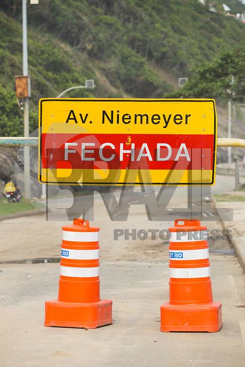 RIO DE JANEIRO, RJ, 14.02.2019 - CLIMA-RJ - Avenida Niemeyer permanece interditada para tráfego de veículos nesta quinta-feira, 14, após as fortes chuvas que atingiram a cidade do Rio de Janeiro. (Foto: Gustavo Serebrenick/Brazil Photo Press)