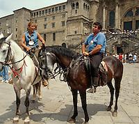 Pilger vor Kathedrale, Santiago de Compostella, Galicien, Spanien, Unesco-Weltkulturerbe