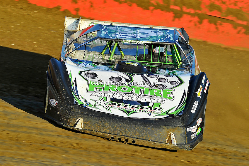 Feb 08, 2011; 5:11:12 PM; Gibsonton, FL., USA; The Lucas Oil Dirt Late Model Racing Series running The 35th annual Dart WinterNationals at East Bay Raceway Park.  Mandatory Credit: (thesportswire.net)