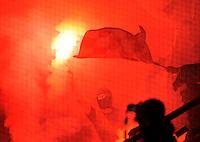 Fussball, 2. Bundesliga, Saison 2011/12, SG Dynamo Dresden - Fortuna Duesseldorf, Samstag (16.04.12), gluecksgas Stadion, Dresden. Duesseldorfs Fans zuenden Pyro Technik.