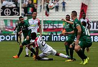 MANIZALES -COLOMBIA, 1-04-2018:Luis Sinisterra (Der.) del Once Caldas disputa el balón con Stalin Motta (Izq.) de Equidad  durante partido por la fecha 12 de la Liga Águila I 2018 jugado en el estadio Palogrande  de la ciudad de Manizales./ Luis Sinisterra (R) player of Once Caldas  fights for the ball with Stalin Motta (L) player of Equidad during the match for the date 12 of the Aguila League I 2018 played at Palogrande  stadium in Manizales city. Photo: VizzorImage/ Santiago Osorio / Contribuidor