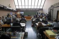 Processo ai boss del clan cammoristico dei Casalesi per le minacce allo scrittore di gomorra , Saviano<br /> nella foto giornalisti in aula durante la deposizione di Saviano