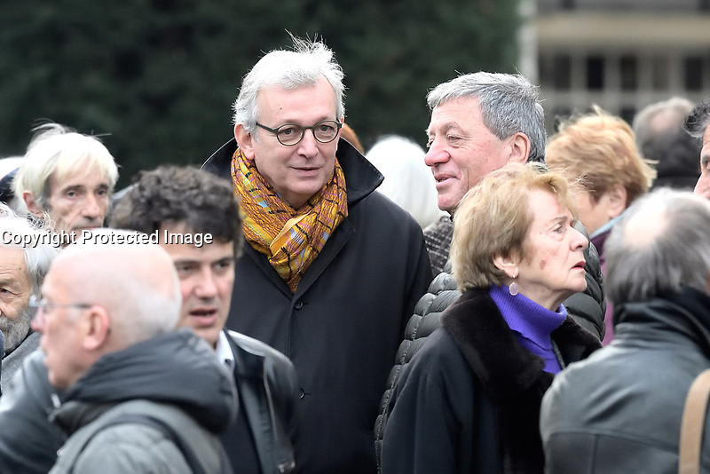 Patrick PELLOUX, Pierre LAURENT - Obsèques de Jack RALITE - Cimetière du Père Lachaise - Paris, France, 24/11/2017. # OBSEQUES DE JACK RALITE