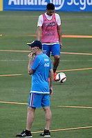 BARRANQUILLA - COLOMBIA - 06-10-2015: Jose Pekerman técnico de la seleccion Colombia de futbol durante el segundo día de entrenamiento en el Polideportivo de la Universidad Autonoma del Caribe antes de su encuentro contra  la seleccion del Perú por la calsificación a la Copa Mundial de la FIFA Rusia 2018.  / Jose Pekerman coach of the Soccer Colombia Team during the first day of training at Polideportivo of the Universidad Autonoma del  Caribe before match against of Peru Soccer team for the qualifying to 2018 FIFA World Cup Russia.<br /> Russia. Photo: VizzorImage / Alfonso Cervantes / Cont