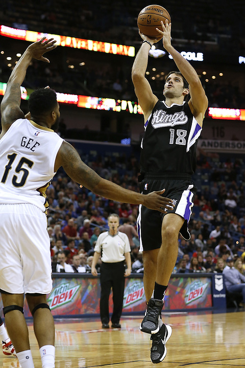 NEW ORLEANS, LA - MARCH 07: Omri Casspi #18 of the Sacramento Kings shoots over Alonzo Gee #15 of the New Orleans Pelicans during a game at Smoothie King Center on March 7, 2016 in New Orleans, Louisiana. NOTE TO USER: User expressly acknowledges and agrees that, by downloading and or using this photograph, User is consenting to the terms and conditions of the Getty Images License Agreement.  (Photo by Jonathan Bachman/Getty Images)