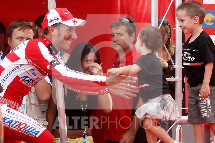 Joaquin Purito Rodriguez with his son and his daughter after the stage of La Vuelta 2012 between Lleida-Lerida and Collado de la Gallina (Andorra).August 25,2012. (ALTERPHOTOS/Paola Otero)