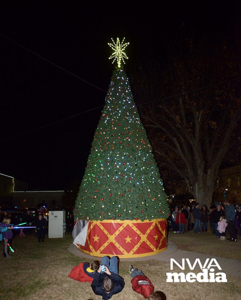 AN FEA ROGERS CHRISTMAS 12-3 | NWA Democrat-Gazette