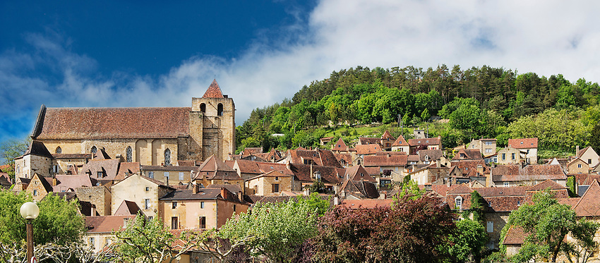 A panoramic view of the village of Saint-Cyprien, located in Périgord about a 1/2 hour's drive west of Sarlat-la-Canéda. This town is the sort of little gem you can find all over France when you go off the beaten track.