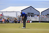 Zach Johnson (USA) putts on the 8th green during Saturday's Round 3 of the 118th U.S. Open Championship 2018, held at Shinnecock Hills Club, Southampton, New Jersey, USA. 16th June 2018.<br /> Picture: Eoin Clarke | Golffile<br /> <br /> <br /> All photos usage must carry mandatory copyright credit (&copy; Golffile | Eoin Clarke)