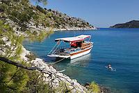 Turkey, Province Antalya, island Kekova, near Demre: Small Gulet boat in craggy cove | Tuerkei, Provinz Antalya, unbewohnte Insel Kekova bei Demre: Ausflugschiff (Gulet ) vor Anker, Zeit zum Schwimmen und Schnorcheln