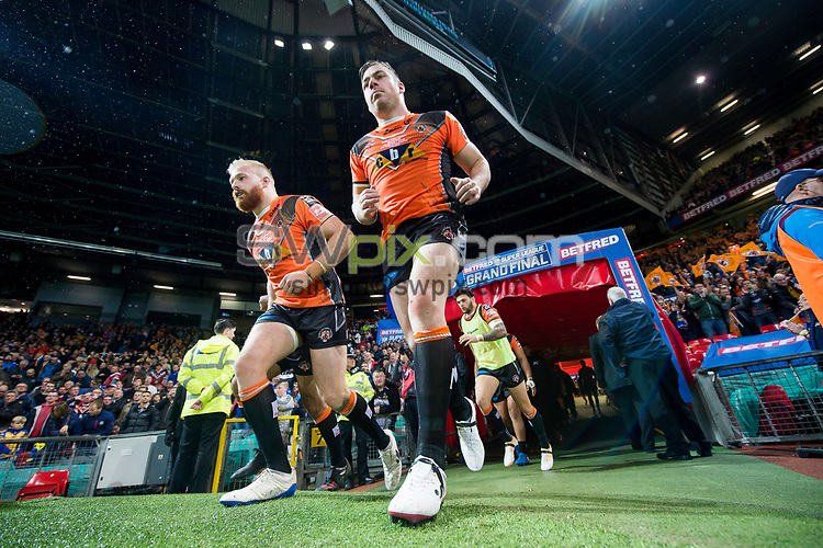 Picture by Allan McKenzie/SWpix.com - 07/10/2017 - Rugby League - Betfred Super League Grand Final - Castleford Tigers v Leeds Rhinos - Old Trafford, Manchester, England - Oliver Holmes and Grant Millington come out for the second half.