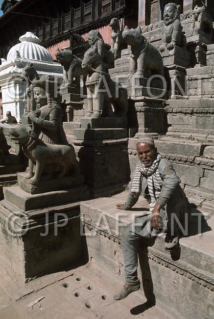 February 1975, Pokhara area, Nepal. Daily life. Street scene.