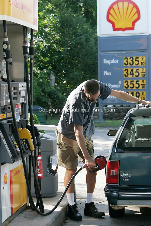 OAKVILLE,  CT 02 September 2005 -090105BZ05- Ralph Jensen, of Oakville, fill shis cars gas tank at the Shell in Oakville Friday afternoon.  About rising prices and how it will affect him Jensen said &quot;Im going to have to do what I can, I have no master plan.&quot;<br />  Jamison C. Bazinet / Republican-American