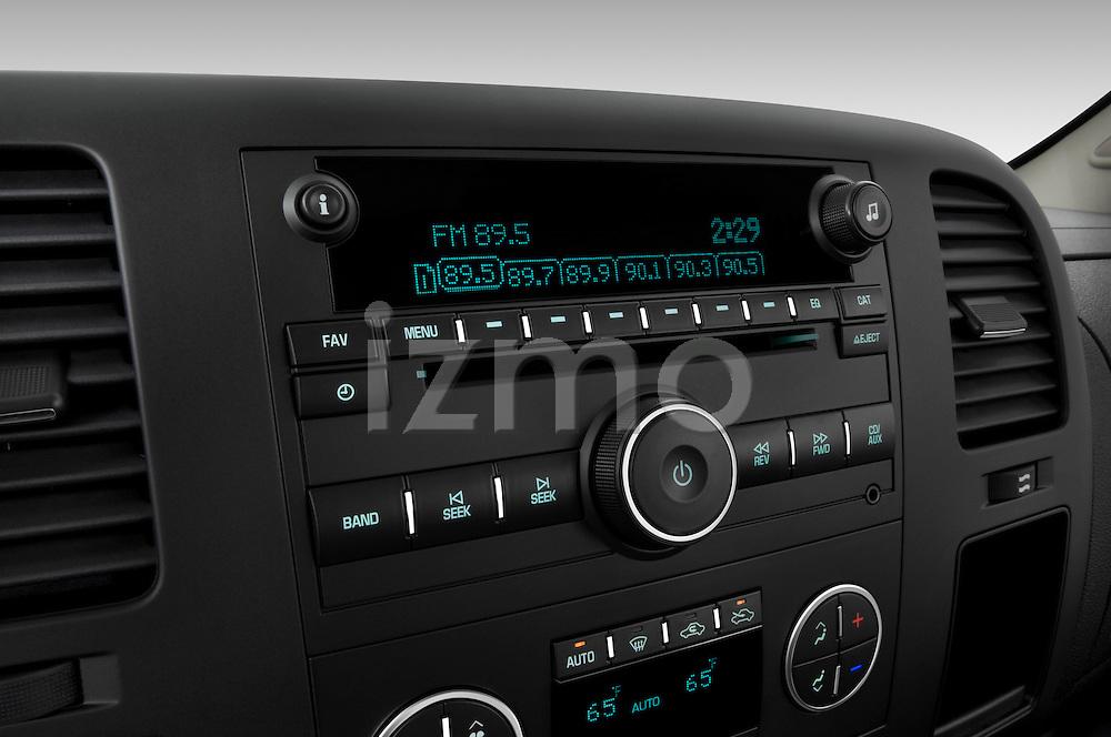 Stereo audio system close up detail view of a 2009 Chevrolet Silverado Hybrid