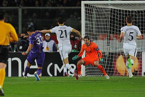 26.02.2015.  Florence, Italy. Europa League Football. Fiorentina versus Tottenham Hotspur. Fiorentina's Mario Gomez scores the 1-0 goal past Lloris after a poor pass from Fazio