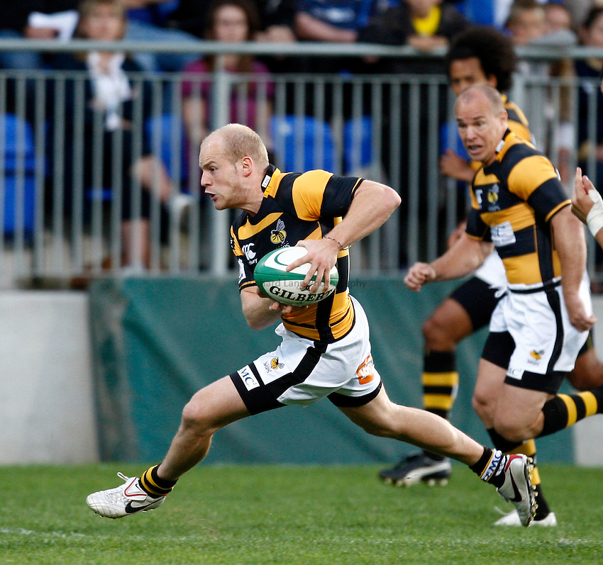 Photo: Richard Lane/Richard Lane Photography. Leinster v London Wasps. Pre Season Friendly. 20/08/2010. Wasps' Joe Simpson attacks.