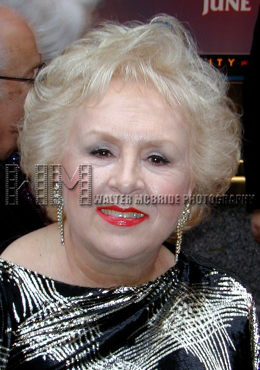 Doris Roberts attending the Tony Awards at Radio City Music Hall in New York City on June 2, 2001.