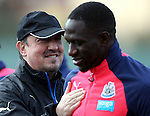 Newcastle United's manager Rafael Benitez, left, and Moussa Sissoko, right, during the training session at Darsley Park Training complex. Photo credit should read: Scott Heppell/Sportimage