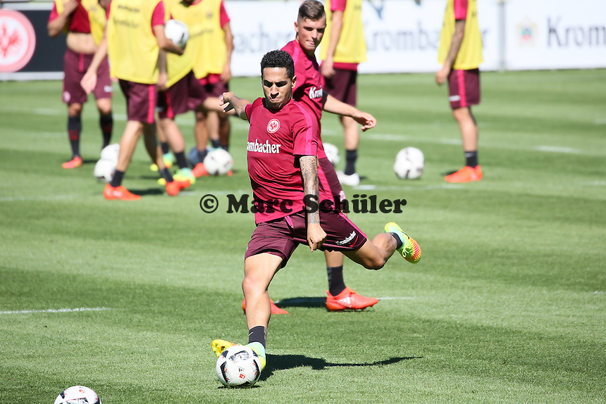 Omar Mascarell (Eintracht Frankfurt) - Eintracht Frankfurt Training, Commerzbank Arena