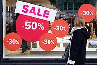 Nederland - Amsterdam - december 2017.  Sale bij Hudson's Bay aan het Rokin. Foto Berlinda van Dam / Hollandse Hoogte