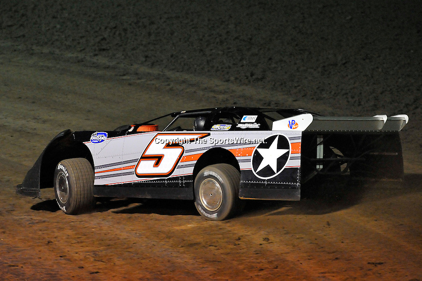 Feb 12, 2009; 7:14:51 PM; Barberville, FL, USA; World of Outlaws Late Model Series for the $10,000 to win at Volusia Speedway Park.  Mandatory Credit: (thesportswire.net)