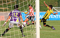 BUCARAMANGA -COLOMBIA-27-02-2014. Martin Arzuaga  (Centro) del Atletico Junior en accion contra la Alianza Petrolera   partido por la octava  fecha de la Liga Postob—n 2014-1 realizado en el estadio Alvaro Gomez Hurtado./  Martin Arzuaga  (Center)  of Atletico Junior in action against Alianza Petrolera  game for the eighth round of the League held in 2014-1 Postob—n Alvaro Gomez Hurtado Stadium.  Photo:VizzorImage / Duncan Bustamante / Stringer