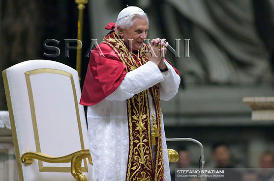 Pope Benedict XVI arrives at the end of the mass celebrated by Cardinal Grocholewski Zenon for the beginning of the academic year of ecclesiastic universities at the Vatican.. ..October 25, 2007...