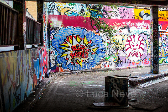 London, 04/08/2014. King Robbo was an English underground graffiti artist, &quot;one of the pioneers of the Graffiti Writing&quot; from the '80s, who became more widely known following a massive graffiti war with the Bristol-based artist Banksy (Channel 4 TV Documentary &quot;Graffiti Wars&quot;: http://bit.ly/1owkSaI). On April 2, 2011 King Robbo sustained a life threatening head injury - allegedly falling from a step ladder while he was making Graffiti - 5 days prior to his exhibition at the Signal Gallery in Shoreditch. King Robbo has died aged 45 on the 31st of July 2014 after spending the last three years in a medically induced coma. Many Graffiti Artists came to Leake Street to pay tribute to King Robbo.<br />