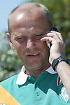 BL 2004/2005 -  Trainingslager Werder Bremen<br /> <br /> <br /> <br /> Trainer Thomas Schaaf telefoniert mit Angelos (Harry) Charisteas. Charisteas rief aus Athen an wo er mit der Griechischen Nationalmannschaft als Europameister empfangen wurde.<br /> <br /> <br /> <br /> Foto &copy; nordphoto - Nordphoto<br /> <br /> <br /> <br /> <br /> <br /> <br /> <br />  *** Local Caption *** Foto ist honorarpflichtig! zzgl. gesetzl. MwSt.<br /> <br /> <br /> <br /> Belegexemplar erforderlich<br /> <br /> <br /> <br /> Adresse: nordphoto<br /> <br /> <br /> <br /> Georg-Reinke-Strasse 1<br /> <br /> <br /> <br /> 49377 Vechta