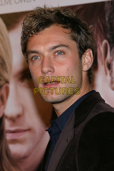 "JUDE LAW.World Premiere of ""Closer"" held at the Mann Village Theatre..22 November 2004.headshot, portrait, mouth open.www.capitalpictures.com.sales@capitalpictures.com.© Capital Pictures."