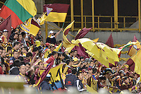 BOGOTÁ -COLOMBIA, 27-05-2015. Hinchas del Tolima animan a su equipo durante el partido de ida de semifinal entre Deportes Tolima e Independiente Medellín de la Liga Águila I 2015 jugado en el estadio Metropolitano de Techo en Bogotá./ Fans of  Tolima cheer their team during the semifinal first leg match between Deportes Tolima and Independiente Medellin of the Aguila League I 2015 played at Metropolitano de Techo stadium in Bogota city. Photo: VizzorImage/ Gabriel Aponte / Staff