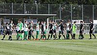 Mannschaften begrüßen sich - 31.03.2019: SV St Stephan Griesheim vs. SV 07 Geinsheim, Kreisoberliga Darmstadt/Gross-Gerau