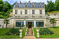 France, Indre-et-Loire (37), Amboise, château Gaillard, le château et l'orangerie sous la terrasse, la première construite en France