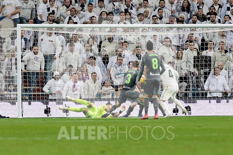 Real Sociedad's Geronimo Rulli during La Liga match between Real Madrid and Real Sociedad at Santiago Bernabeu Stadium in Madrid, Spain. January 06, 2019. (ALTERPHOTOS/A. Perez Meca)<br />  (ALTERPHOTOS/A. Perez Meca)