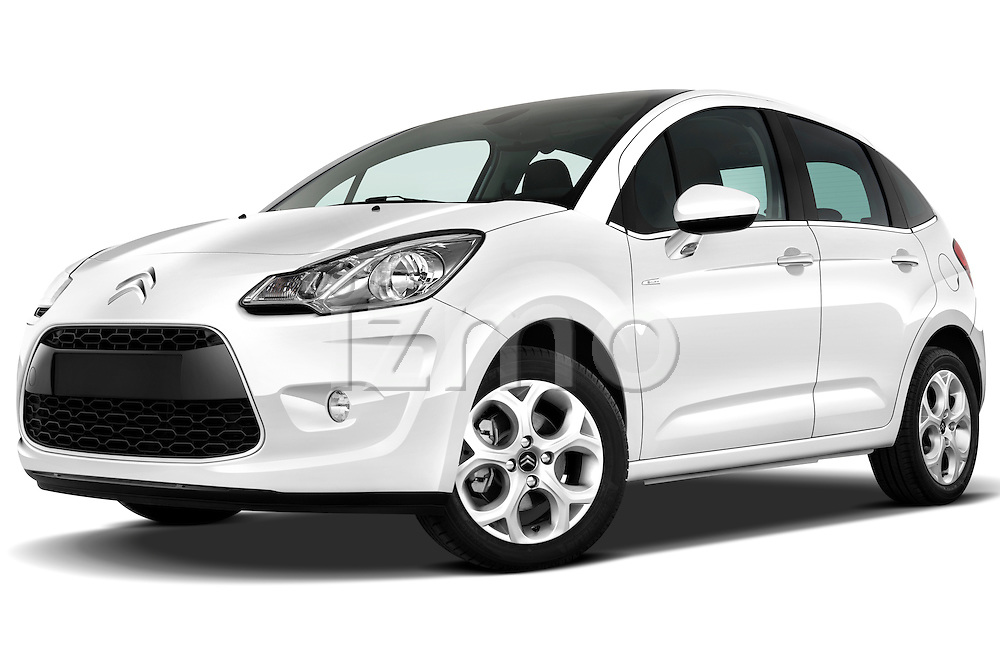 Low aggressive front three quarter view of a 2010 Citroen C3 Exclusive 5 Door Hatchback .