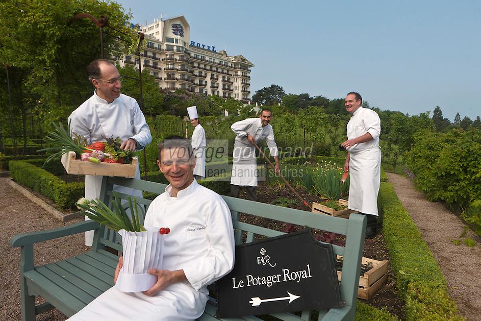 Europe/France/Rhône-Alpes/74/Haute Savoie/ Evian-les-Bains:  Patrice Vander et sa brigade dans le potager royal de l'Hôtel: Evian Royal Resort - Restaurant Edouard VII,