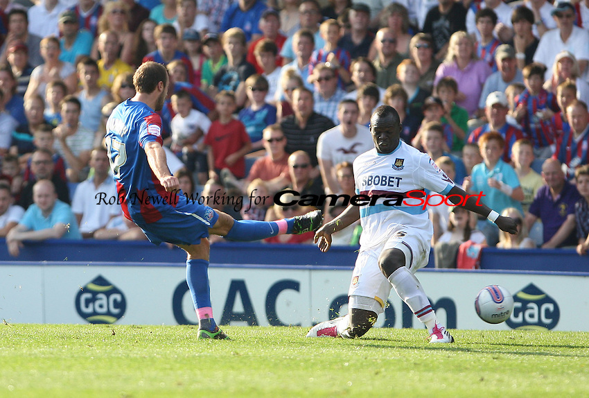 Glenn Murray scores Crystal Palace's 2nd goal - Crystal Palace vs West Ham United, npower Championship at Selhurst Park, Crystal Palace - 01/10/11 - MANDATORY CREDIT: Rob Newell/TGSPHOTO - Self billing applies where appropriate - 0845 094 6026 - contact@tgsphoto.co.uk - NO UNPAID USE.