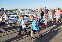Nederland Zaandam 2016. Laatste dag van de Avondvierdaagse. Veel ouders lopen op het laatste stuk mee.  Foto Berlinda van Dam / Hollandse Hoogte