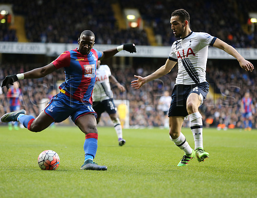21.02.2016. White Hart Lane, London, England. Emirates FA Cup 5th Round. Tottenham Hotspur versus Crystal Palace. Wilfried Zaha crosses