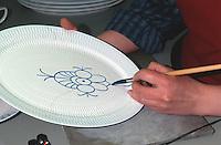 Daenemark, Kopenhagen, Herstellung von  Porzellan Royal Copenhagen